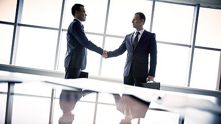 Keine Irreführung durch Benennung eines Außendienstmitarbeiters als persönlichen Ansprechpartner oder Betreuer